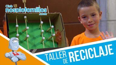 Fabricamos un futbolín casero en el taller de reciclaje para niños